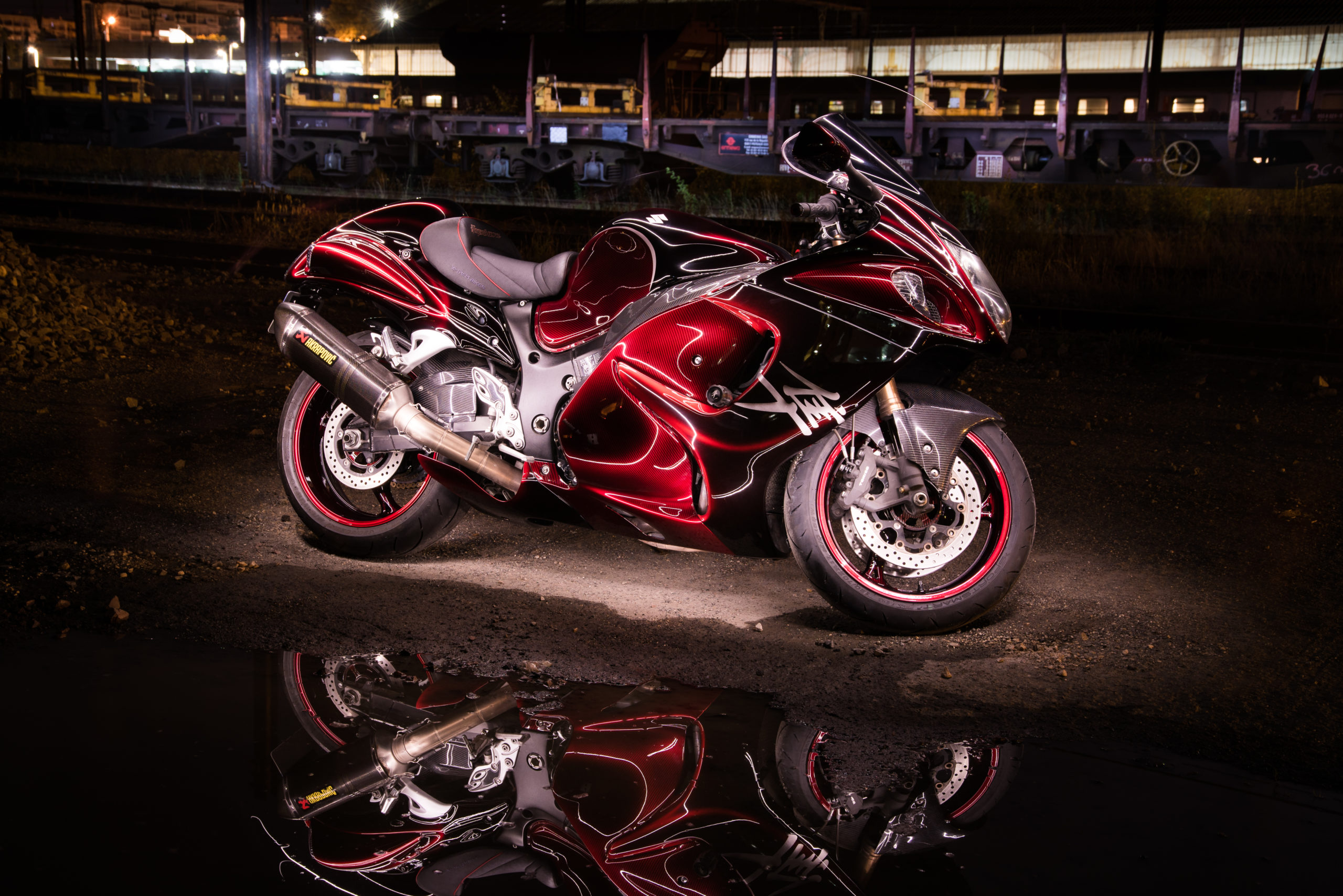 Hayabusa carbone candy rouge
